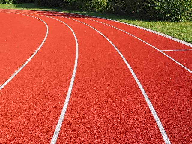 ¿Quieres saber cómo trazar una pista de atletismo?
